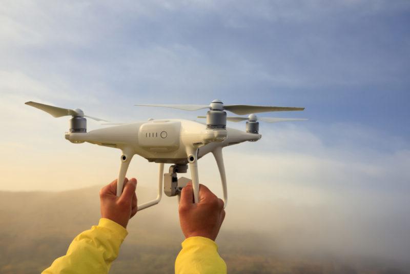 輕型無人機必須空機不逾 4000 克、最大起飛重量不超過 7000 克、且最快飛行速度不超過每小時 100 千米。