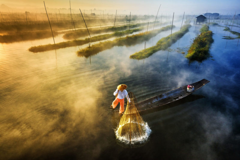 Sun's Up, Nets Out|Zay Yar Lin 攝』|@ 緬甸茵萊湖
