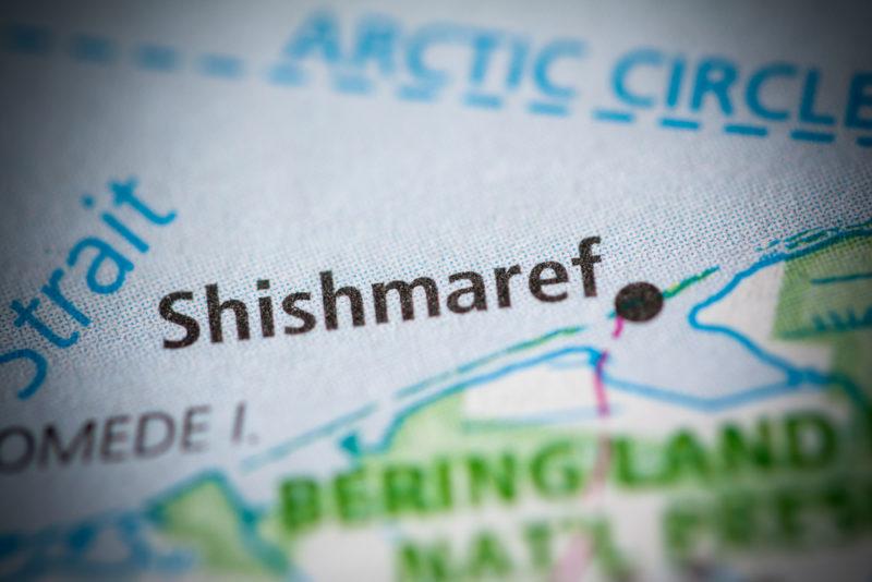 希什馬廖夫市(Shishmaref)位於阿拉斯加西部。