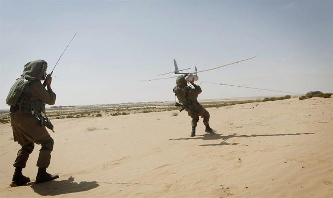 「空中騎士」(Sky Rider)無人機協助士兵進行短距離偵察任務。