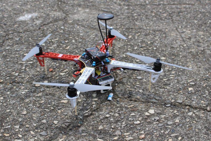 無人機以 DIY 零件作組裝。