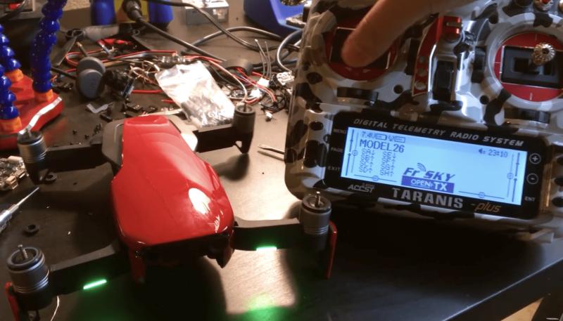 改用專門的 Taranis X9D Plus 控制器。