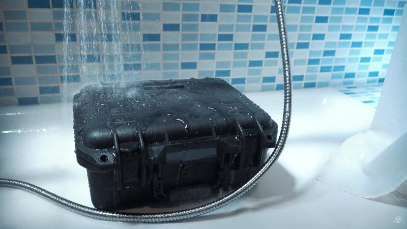 第一關防水測試。