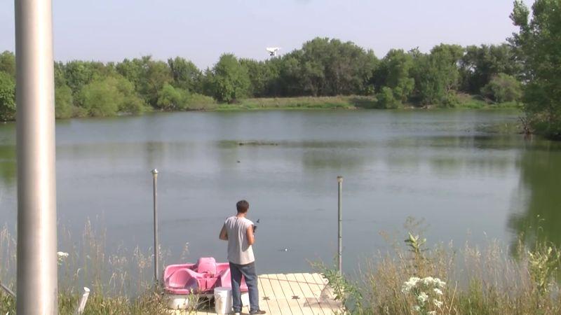 Derek Klingenberg 出動無人機,正待魚上釣