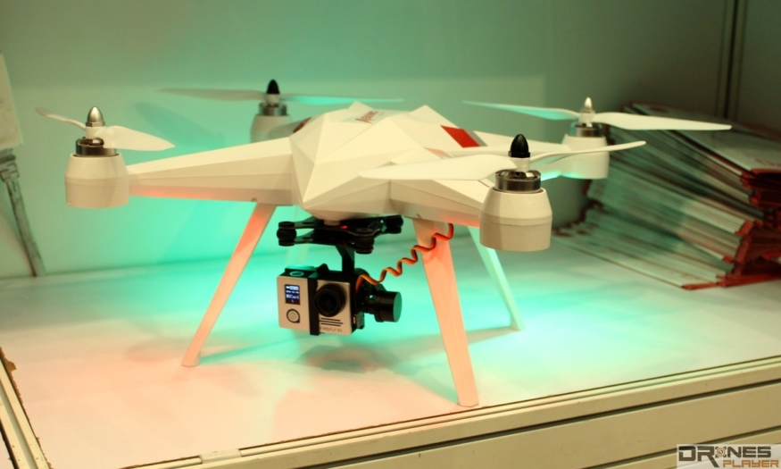 Daten Meknic Flydrone F1 需另配攝影機,始可進行航拍。