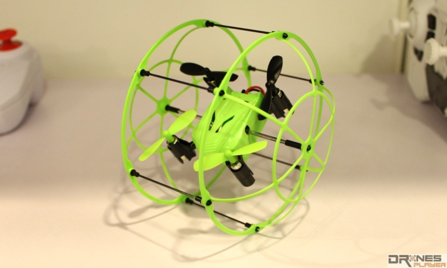 Bluetech Tech RC 玩具無人機,參展商稱,它可以滾地、爬牆、爬天!未知 Parrot 看後有何感想......