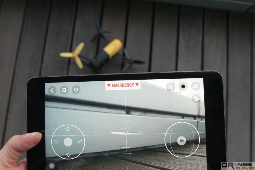 雖然手機 app 都可用來遙控航拍機,但訊號弱、距離短,實際作用不大。