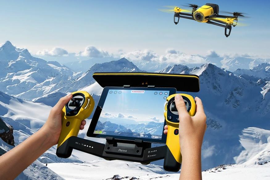 Parrot Bebop Drone 可利用手機 app 操控,但要飛得夠遠夠安全,還是非出動 Skycontroller 不可。