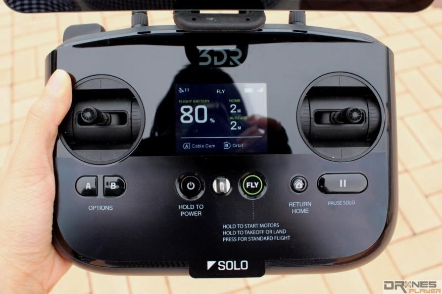 3D Robotics Solo 主打單人可完成複雜的航拍動作,遙控器上可供用戶自設飛行快捷鍵。