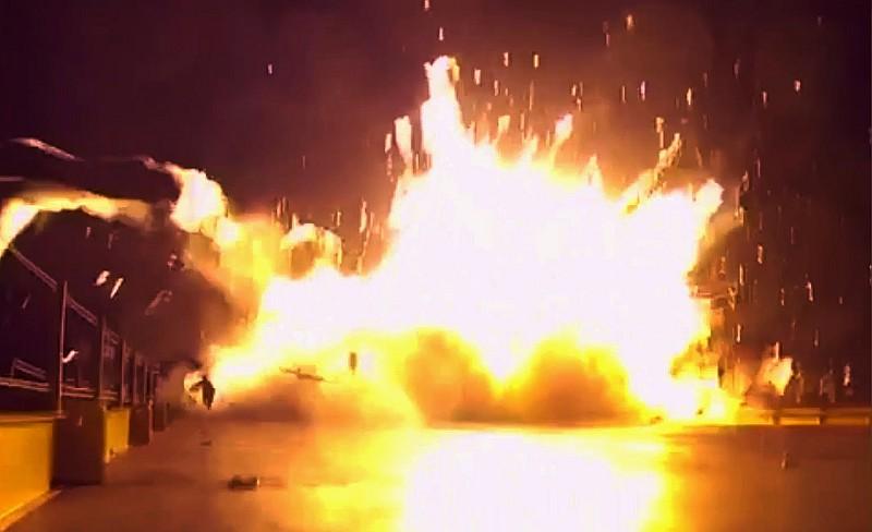 SpaceX 獵鷹 9 號火箭落地大爆炸