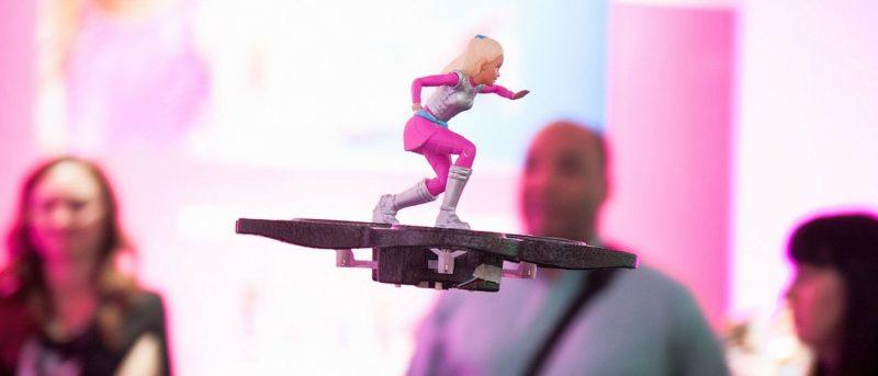 Barbie Star Light Adventure RC Hoverboard 玩具無人機 (圖片來源:翻攝自 TheVerge.com)