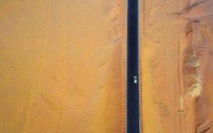 瘋狂的楊林在微博上宣稱,帶著小米無人機進入戈壁沙漠。