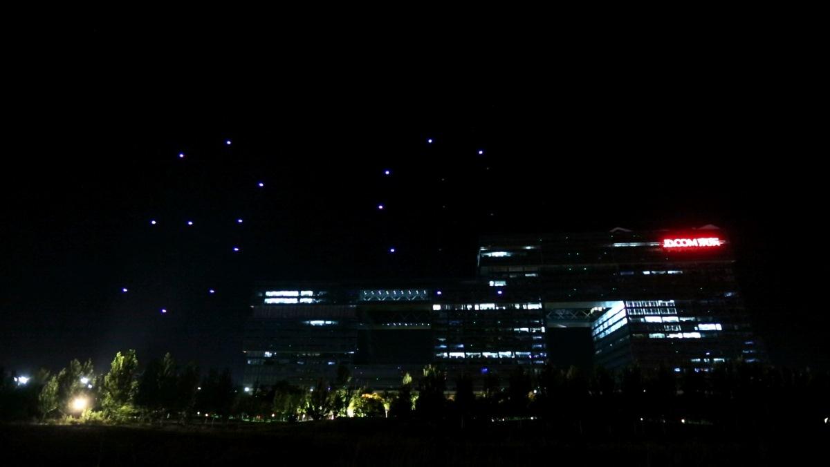 億航 GhostDrone 2.0 光影表演:3C 字樣