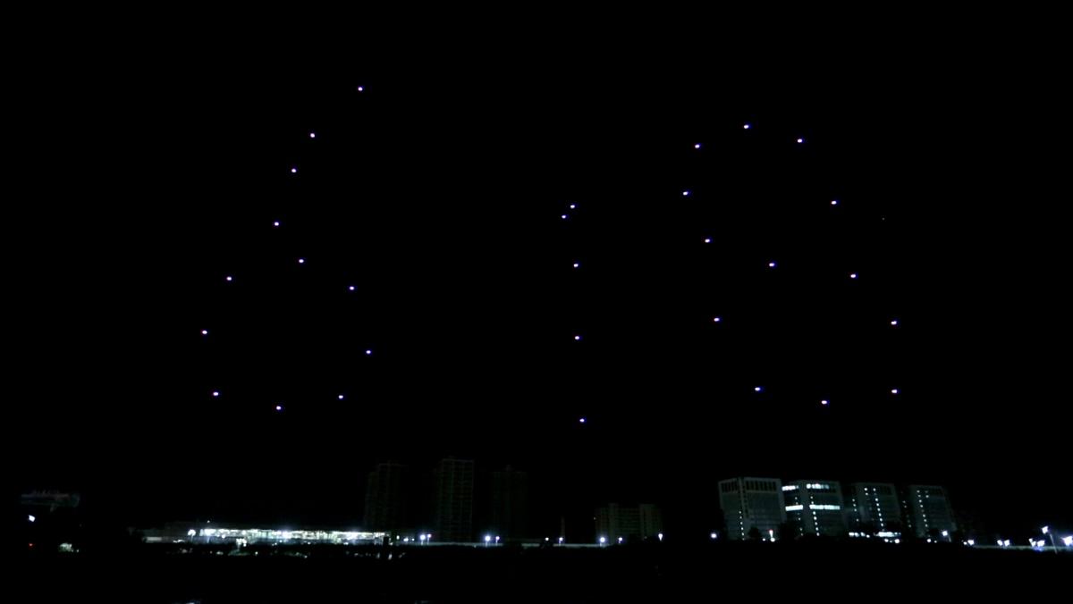 億航 GhostDrone 2.0 光影表演:618 字樣