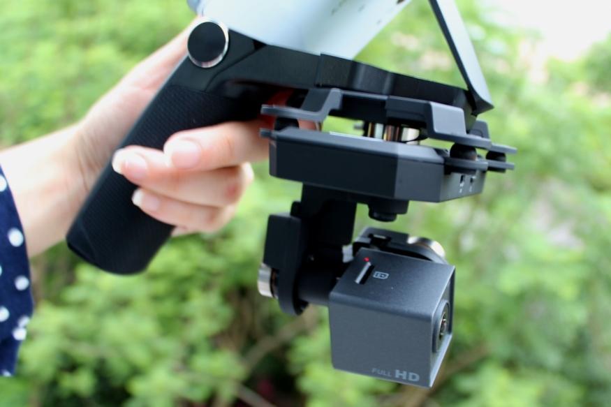 Xiro Xplorer 雲台手持器及 V 版雲台相機組合後(側面)