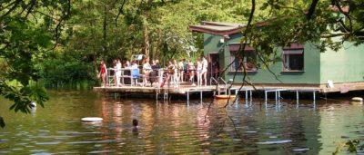 Ladies' Pond 是只供女性游泳的水塘。