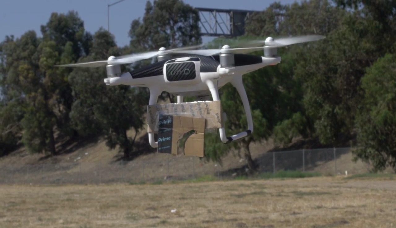 紙皮斜台使魚絲要承受一定的擺蕩力度才能飛脫,所以飛手可從地面遙控,甩出手機。