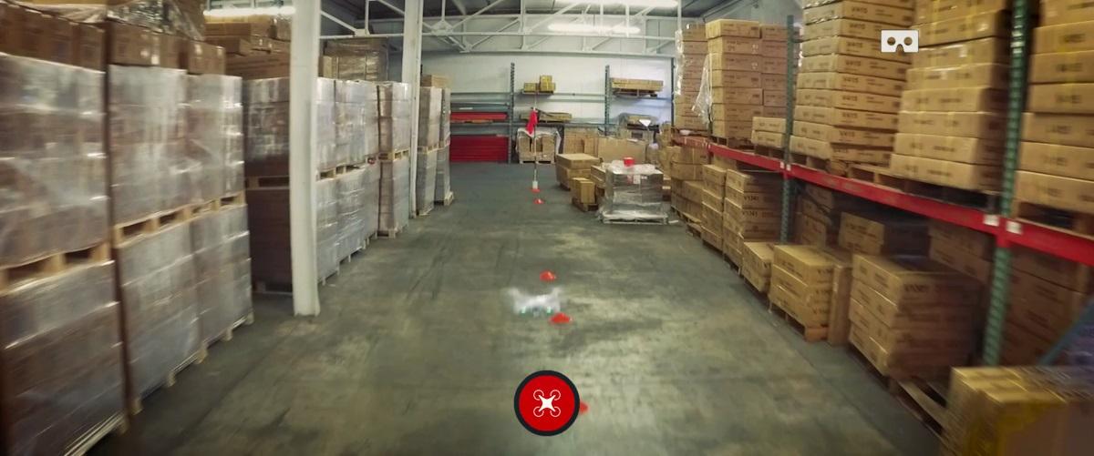 Drone Racing Game 套裝附帶 9 支旗桿和 50 個圓錐筒,讓玩家架設障礙賽賽道。