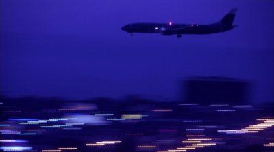 客機晚間降落機場