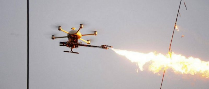 中國噴火無人機 400 度高熱火焰清除電纜垃圾