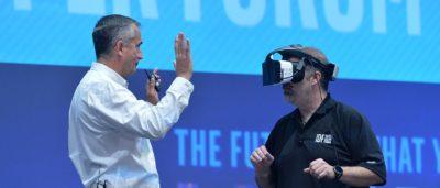 Intel Project Alloy 眼鏡 無需接線即玩融合實境