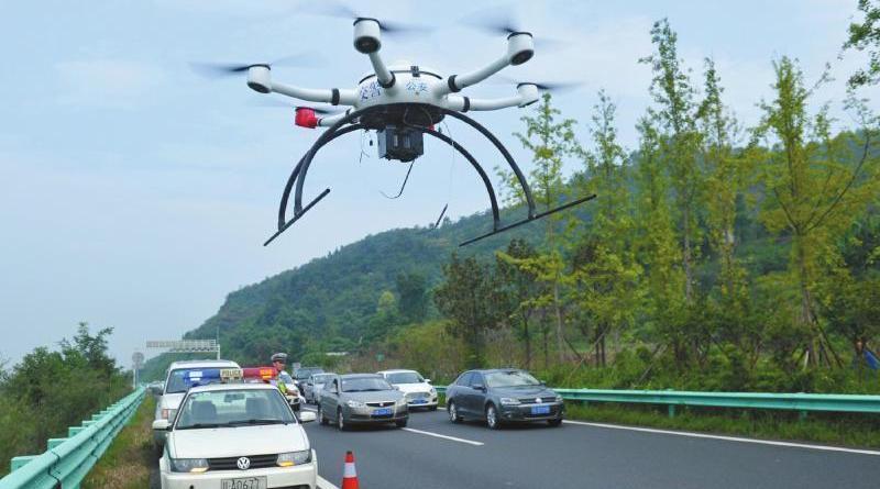 空拍機監控違規已成常態 四川成都警方出動無人機查高速違法