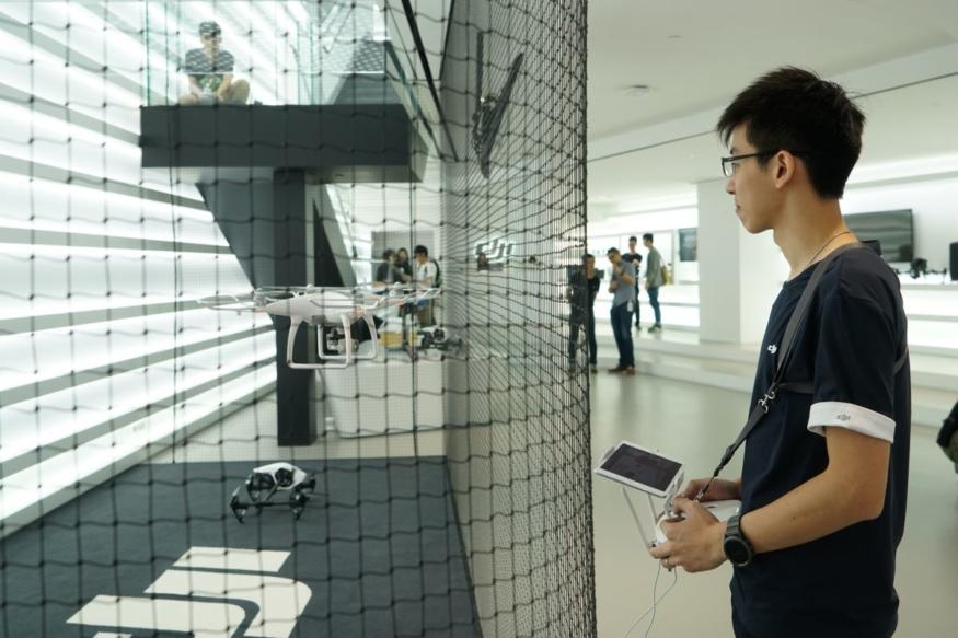 DJI 香港旗艦店地下 - 飛行示範區與飛手 Alex