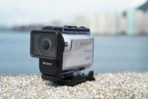 Sony FDR-X3000 加上防水殻後能潛入 60 米深水底拍攝。