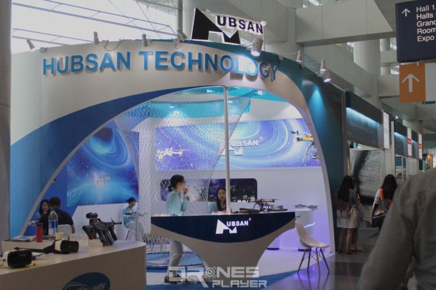 Hubsan 在秋電展 2016 攤位設於大堂。