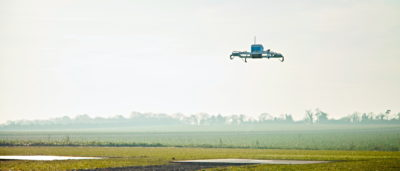 Amazon 首次對客用無人機送貨