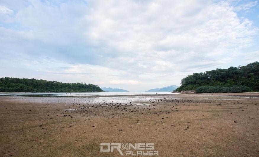 大家步出小路後,便可看到海星灣灘了。