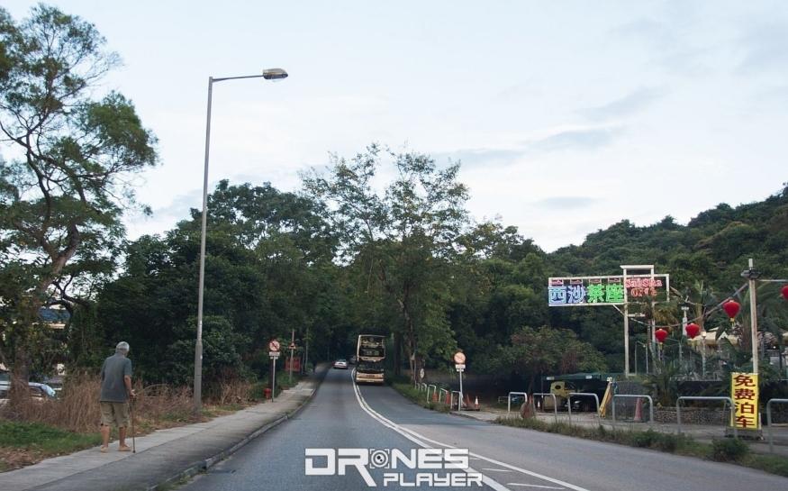 駕車的朋友從沙田駛向西沙茶座,或從九龍駛過西貢市中心到達大網仔路。