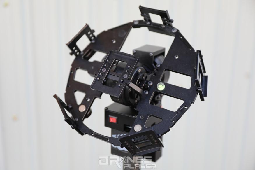 搭載三軸雲台的 360 VR 增穩裝置。