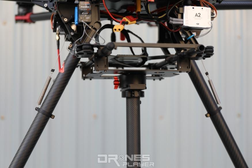 DJI S1000 筋斗雲飛行平台底部,以碳纖管相連相機托盤。