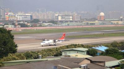 台北松山機場(RayVolution / Shutterstock, Inc.)