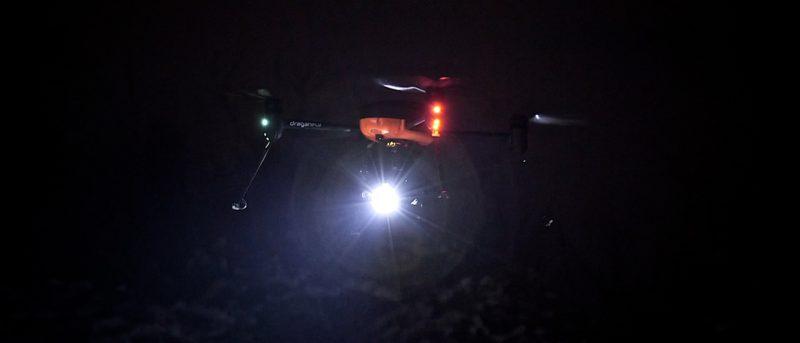 Draganfly 無人機搭載 2000 流明 LED 燈