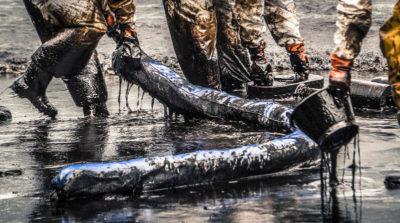 泰國沙美島清理漏油油污