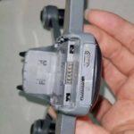 疑似 DJI Spark 機尾設有microSD 卡插槽及 USB 連接埠。