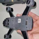疑似 DJI Spark 的電池艙設於飛行器腹部。
