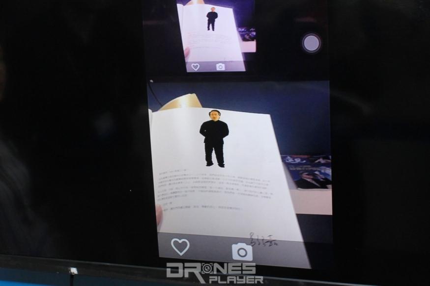 雜誌頁面中的訪問人物會以影片形式顯現於手機屏幕,向用戶講述雜誌以外的內容。