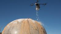 無人機構建緊急住所 灑灑噴噴就完成了?