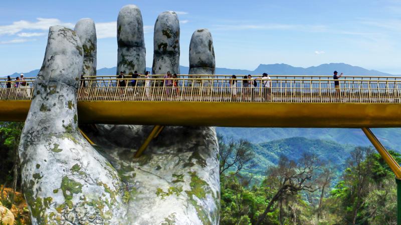 空拍越南巨大石手吊橋.嘉義炫目藝術光雕秀 俯瞰日夜不同的美
