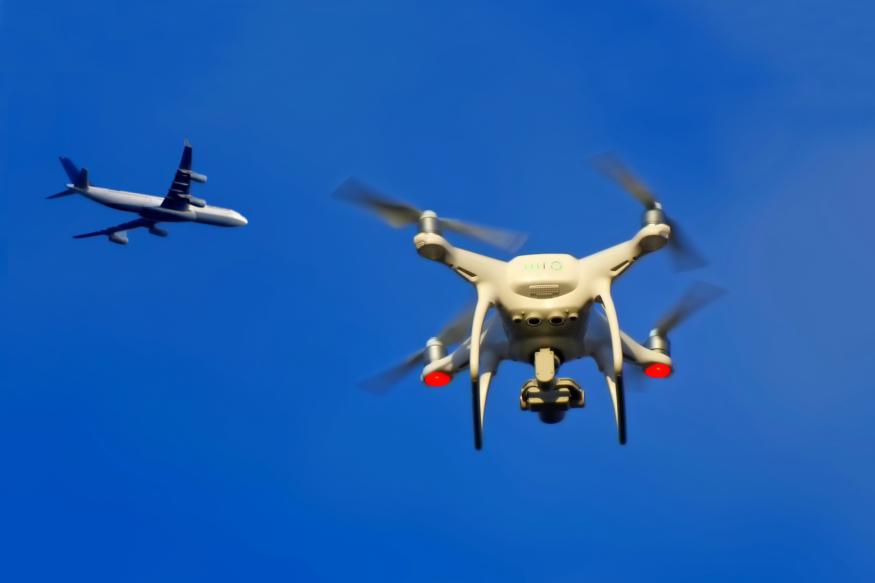 兩無人機「亂入」 英國第二大機場關閉 逾 10 萬旅客受影響