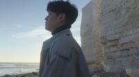 周興哲新歌MV出動百萬空拍機 英國懸崖邊拍攝險送命