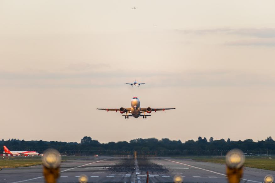 英擴大機場禁飛範圍至 5 公里 3 月 13 日起生效