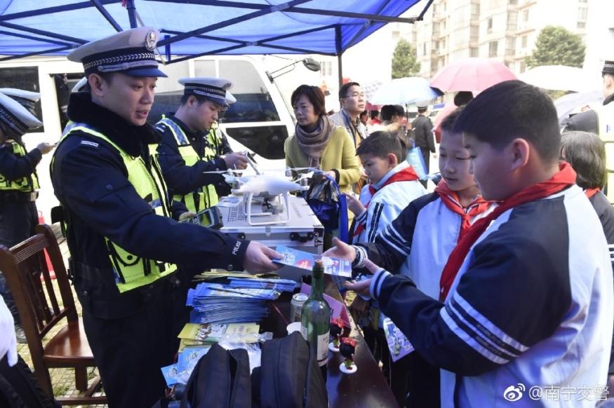 中國交警用無人機抓「違泊」 網民憂安全、私隱受威脅