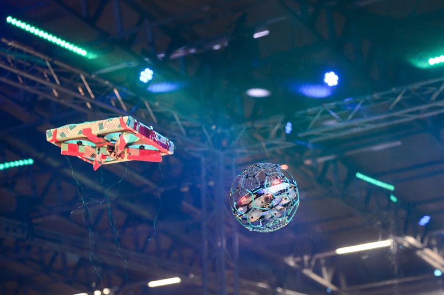 荷蘭辦無人機打鬥大賽 9 支隊伍各顯神威爭勝