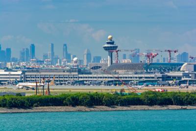 無人機闖新加坡樟宜機場 致跑道關閉 10 小時 近 40 航班受阻