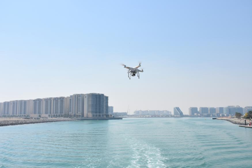 不再讓飛不讓拍! 阿聯酋為無人機法規鬆綁 允許有限度航拍