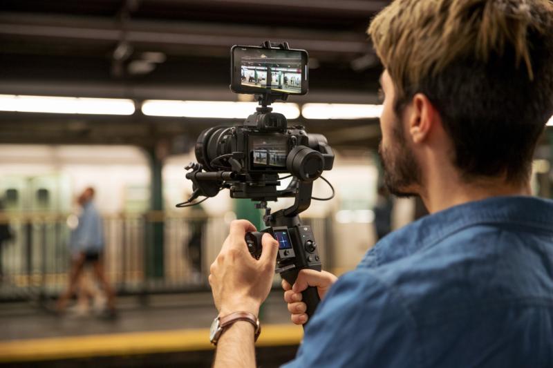 DJI 推手持無反相機雲台 Ronin-SC 更輕巧兼可智能跟隨